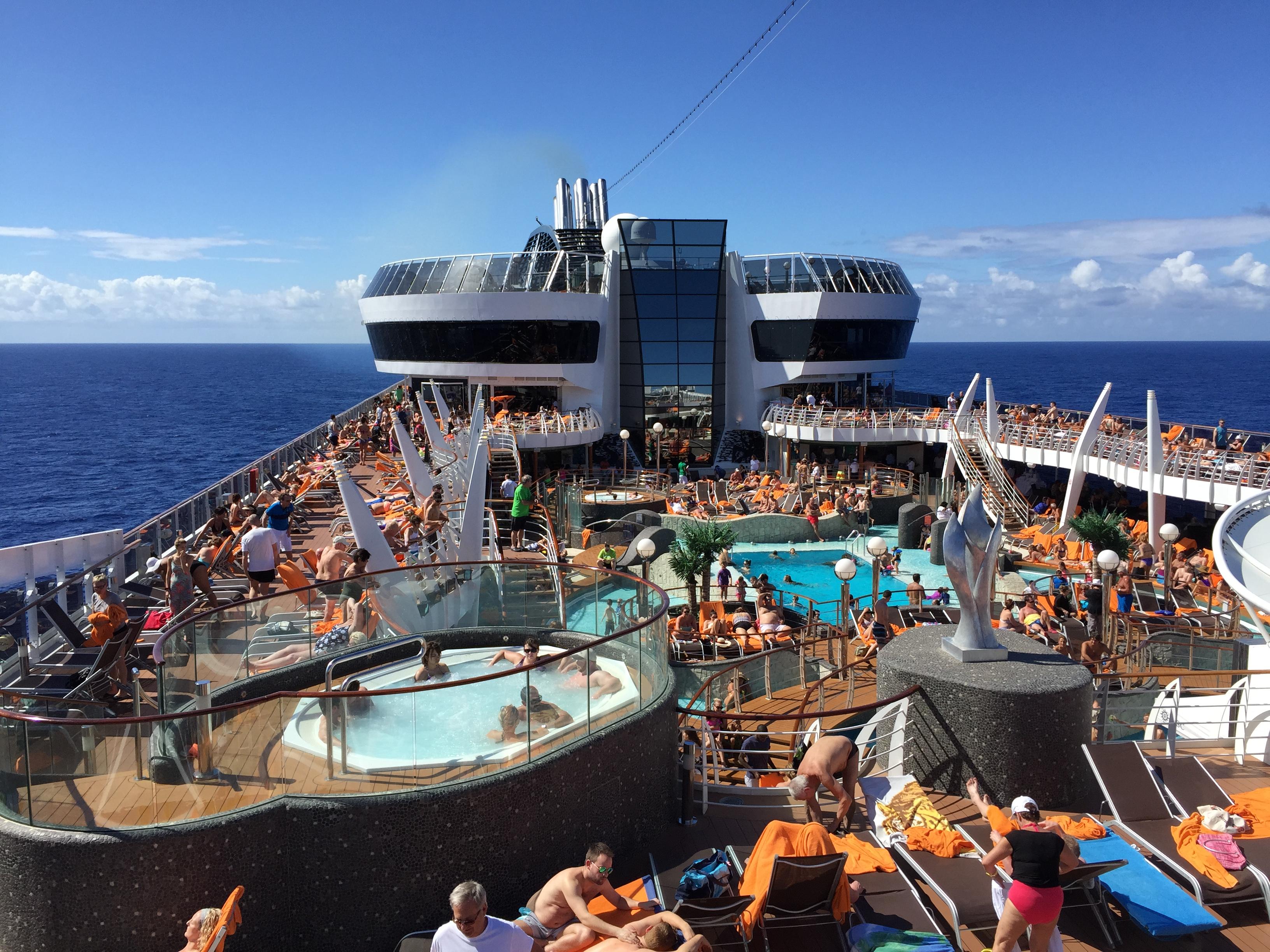 Crucero MSC Divina - Deck de la piscina principal