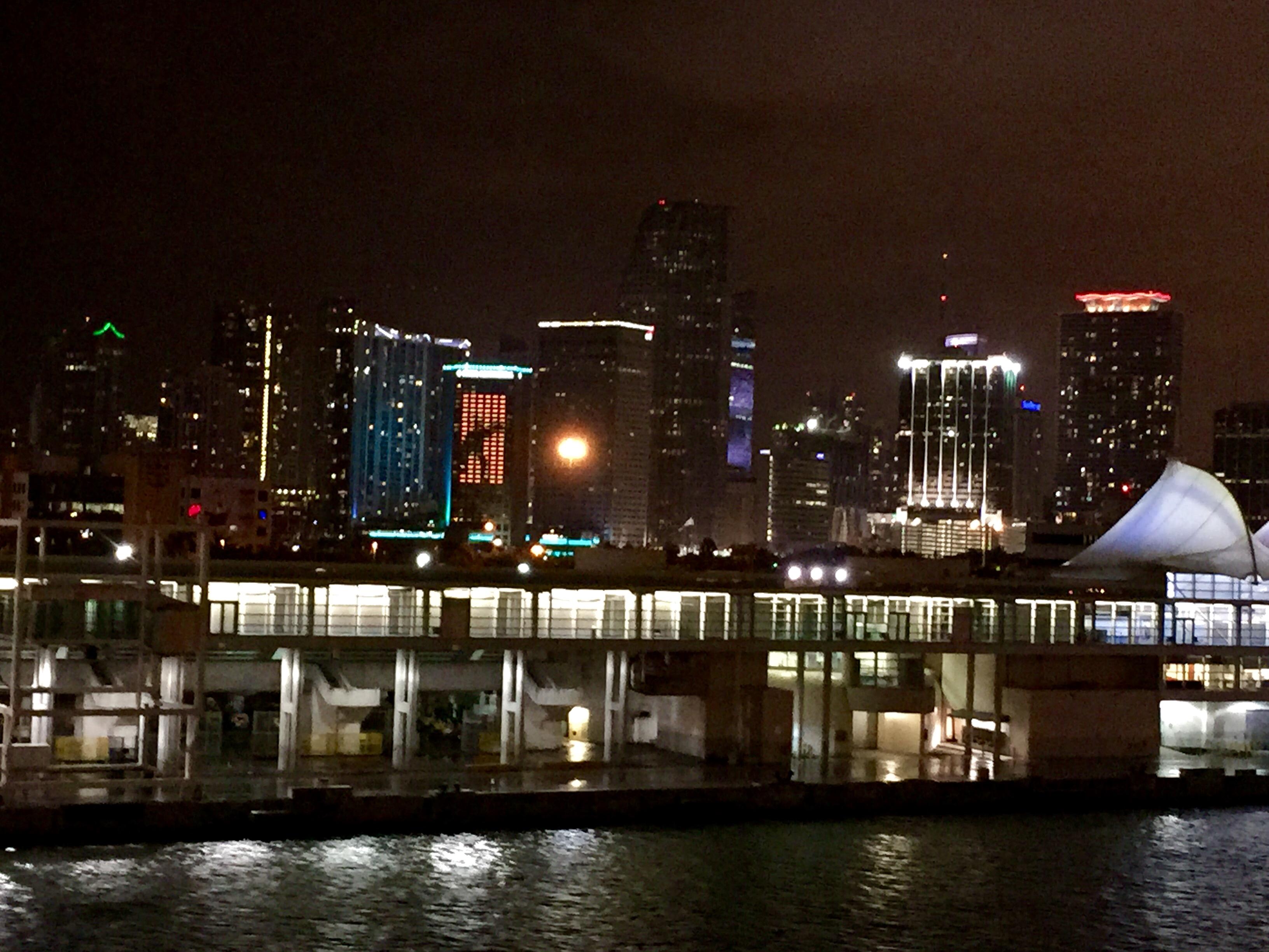Crucero MSC Divina - Miami de noche desde el Crucero