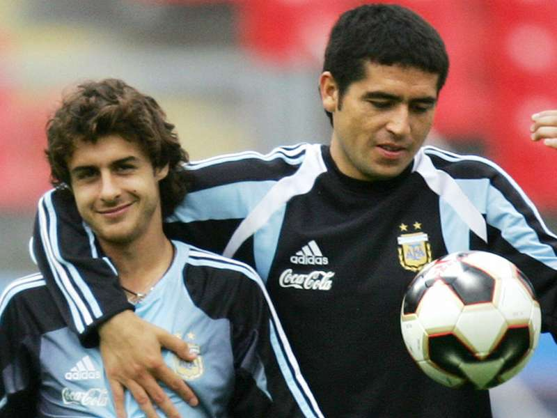 pablo-cesar-aimar-juan-roman-riquelme-during-a-training-session-of-argentina-in-nuremberg-17062005_p5opso0gsa361hyhhwkc3lx8n