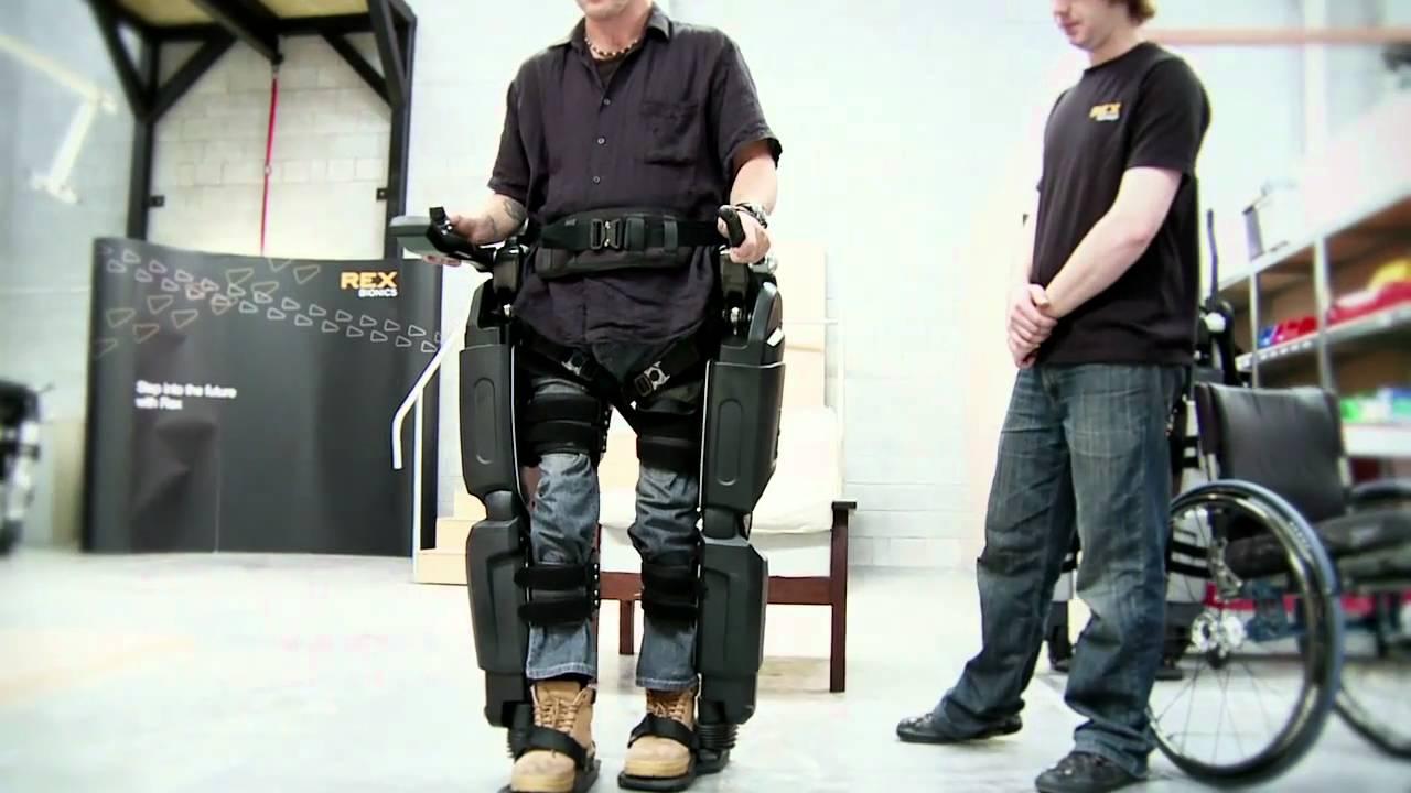 Exoesqueleto robótico ayuda a usuarios de sillas de rueda a caminar por primera vez