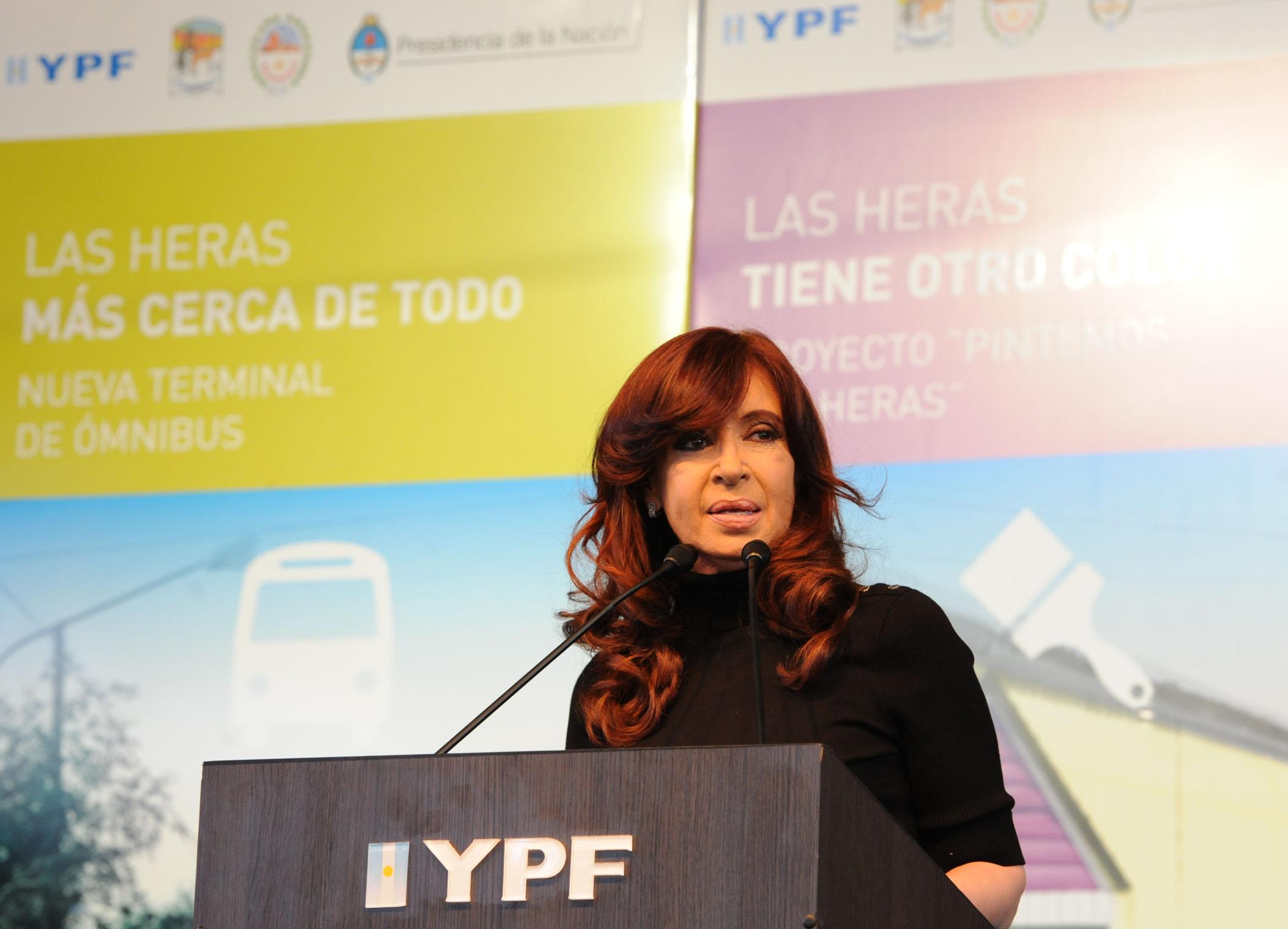 En las redes sociales, el escándalo de los cuadernos golpea a Cristina 2019 pero no la saca de carrera