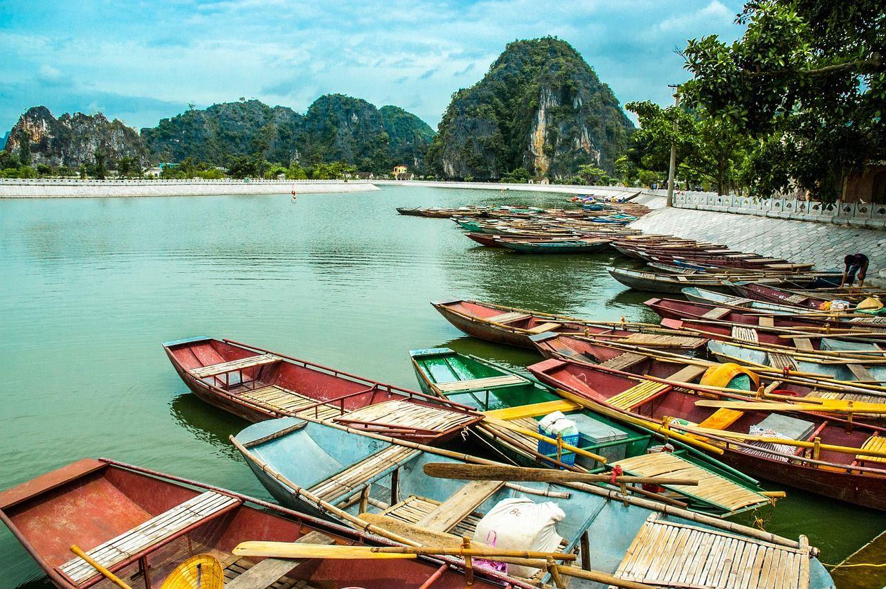 Botes tradicionales para recorrer Vietnam por agua