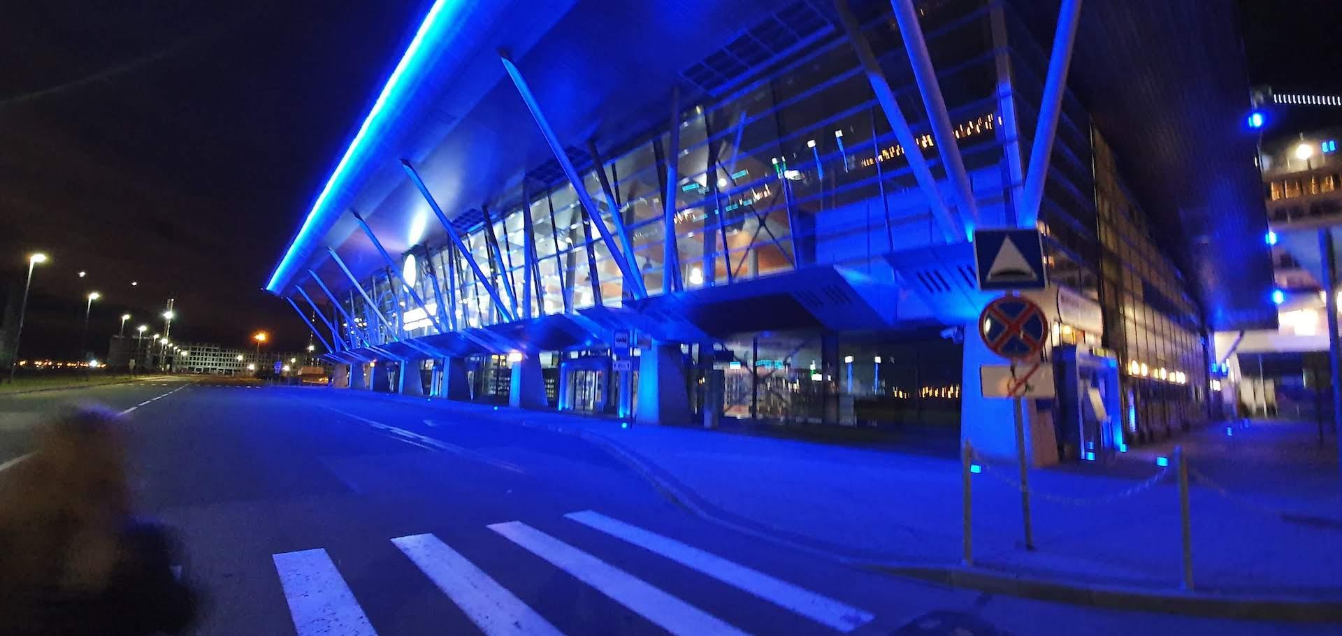 terminal de cruceros de San Petersburgo de noche