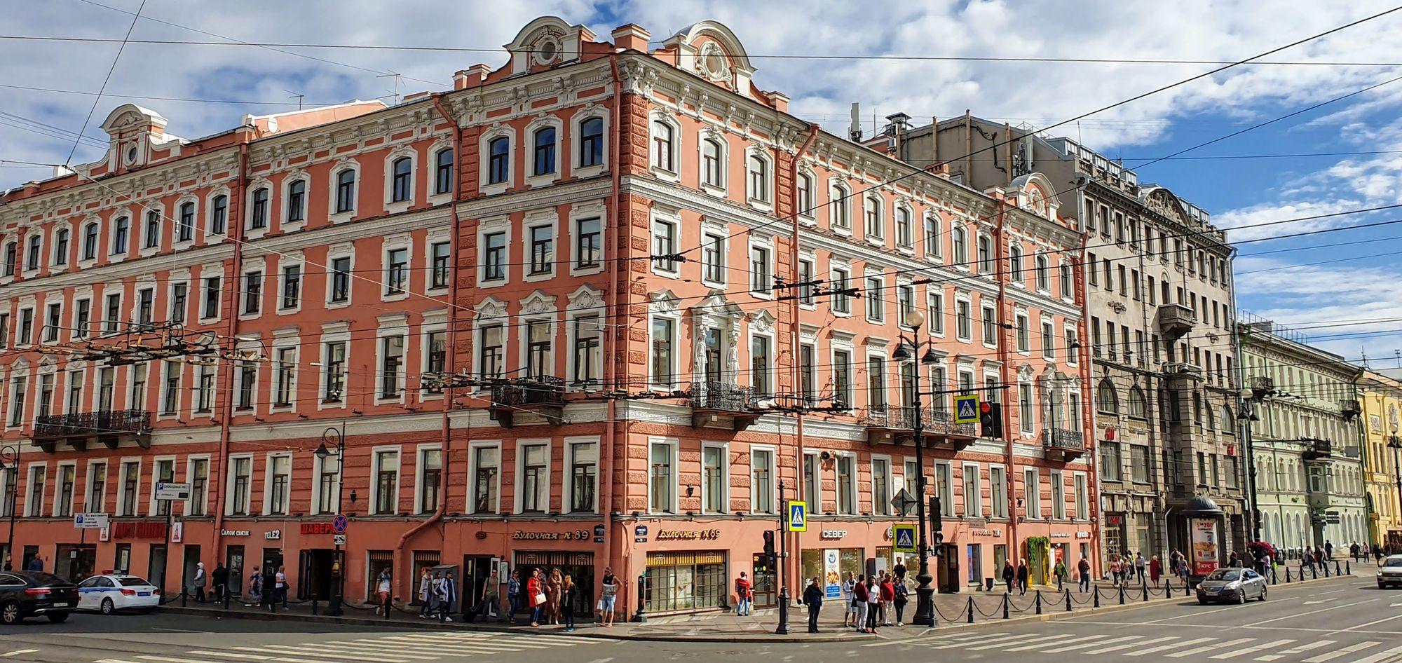 perfiles edilicios impresionantes de San Petersburgo
