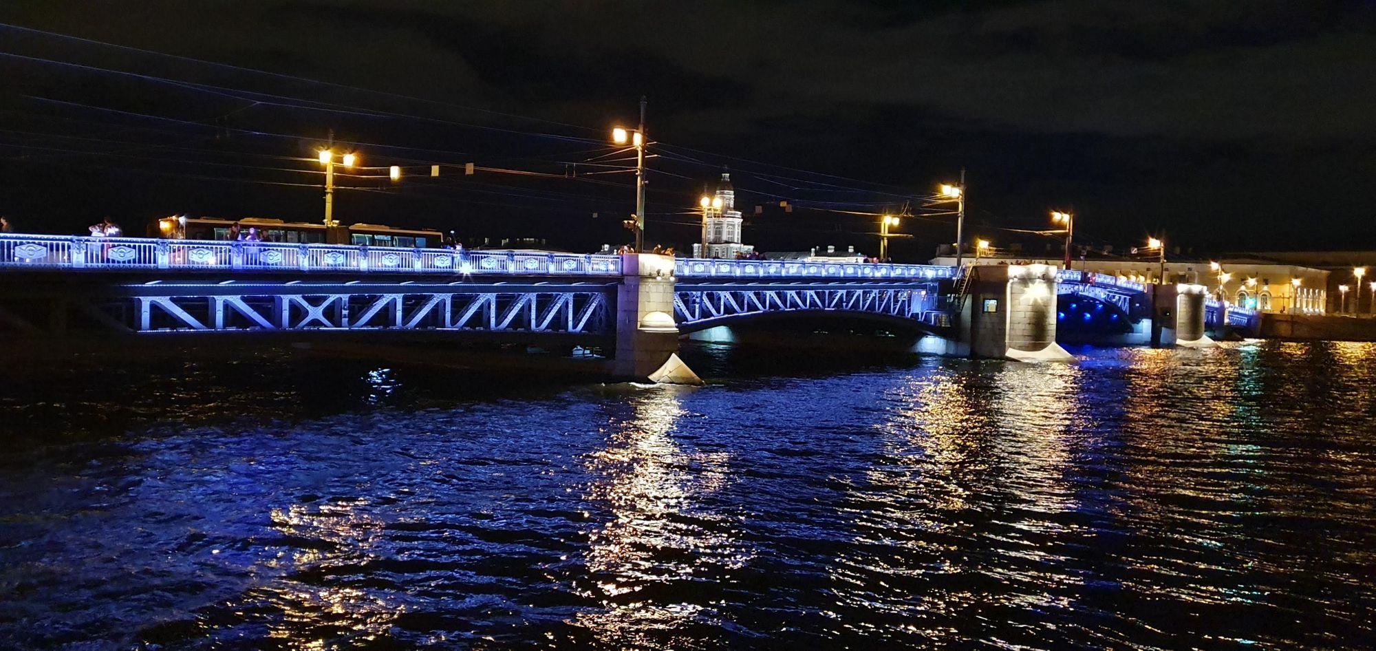 Los puentes iluminados de San Petersburgo