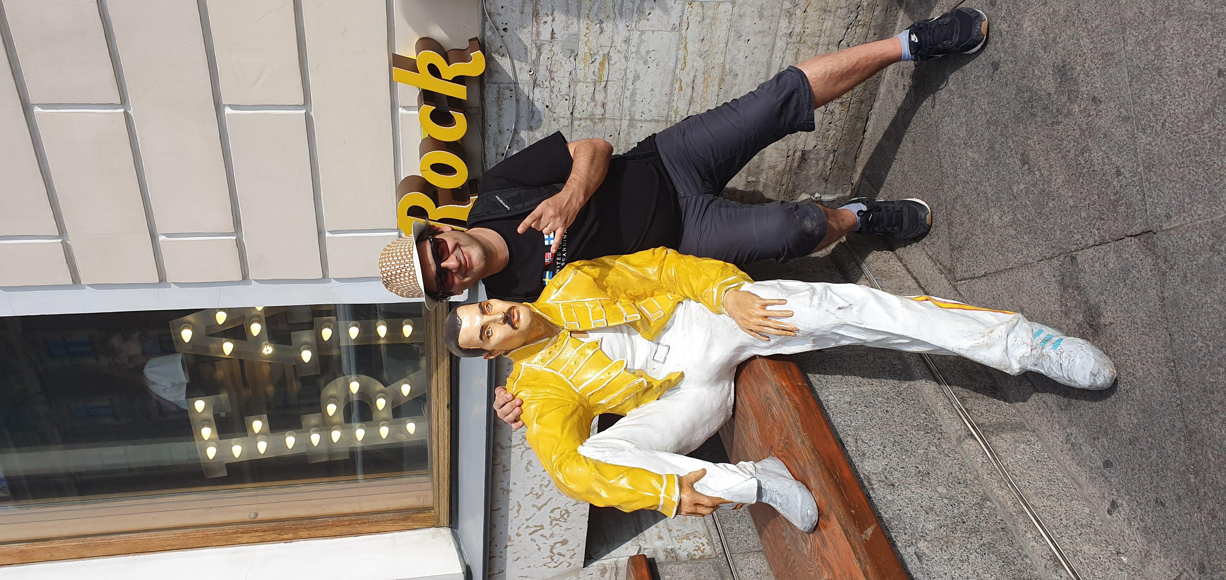 Una foto con Freddie, en el Rock Café de San Petersburgo
