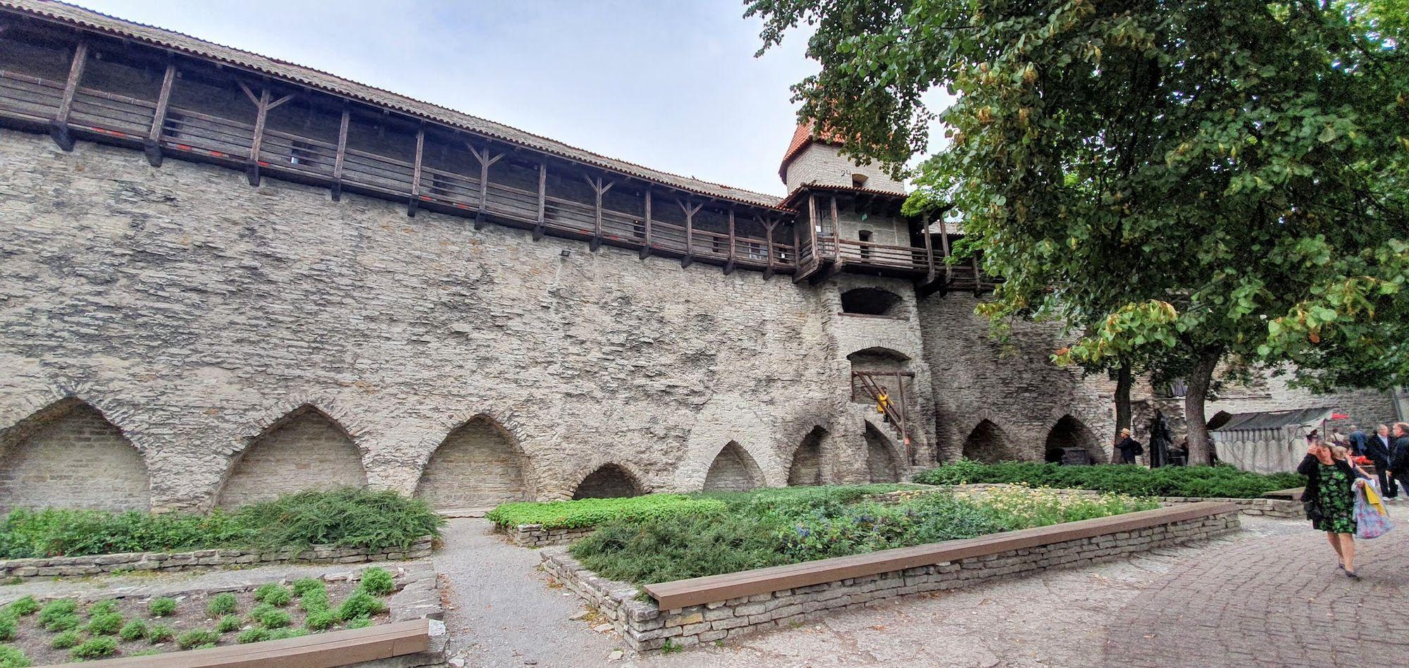 murallas de la ciudad medieval de Tallin