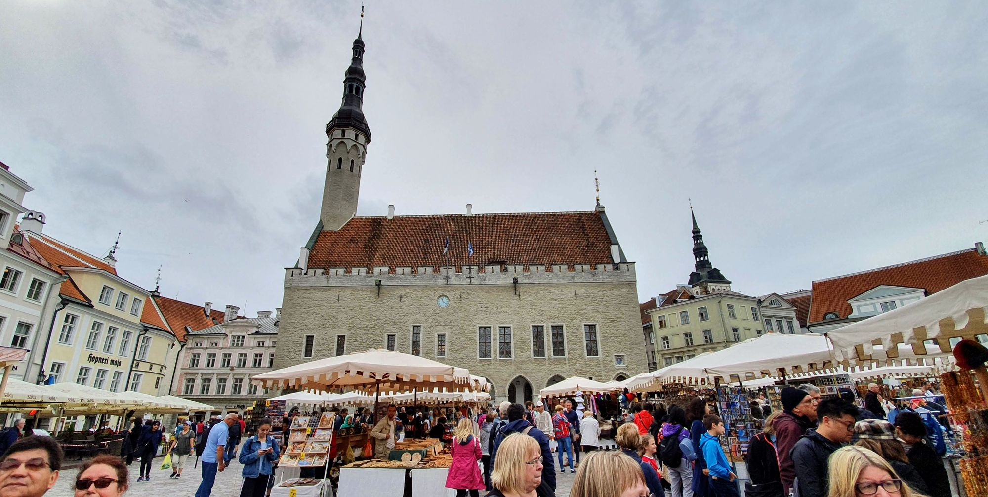 Plaza principal del casco antiguo de Tallinn