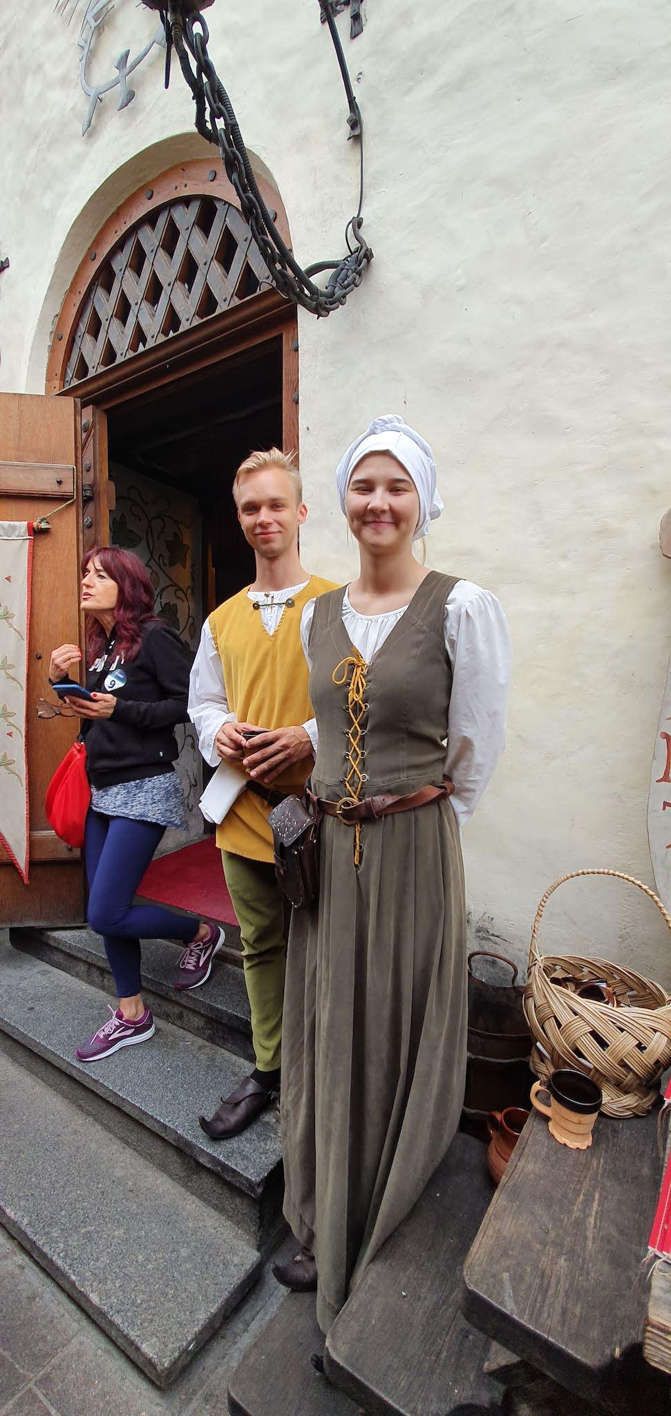 Camareros del restaurante medieval Olde Hansa