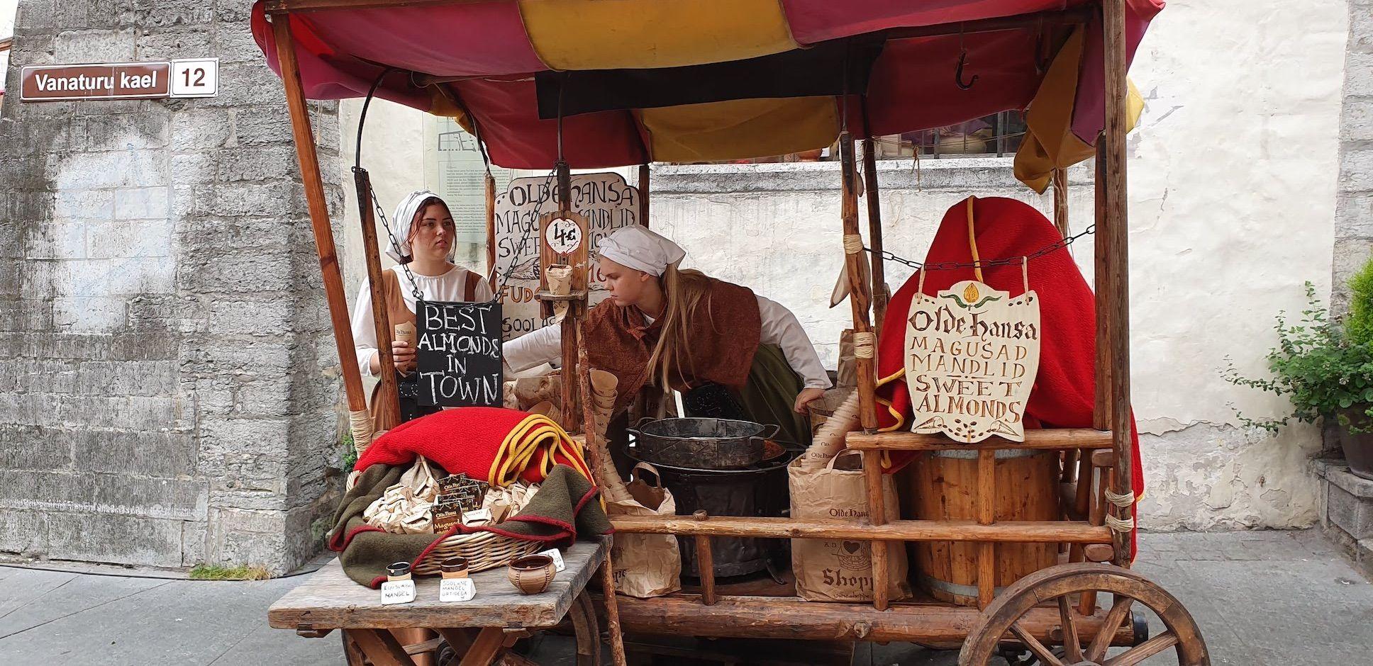 Puesto medieval de delicatessens del restaurante medieval Olde Hansa