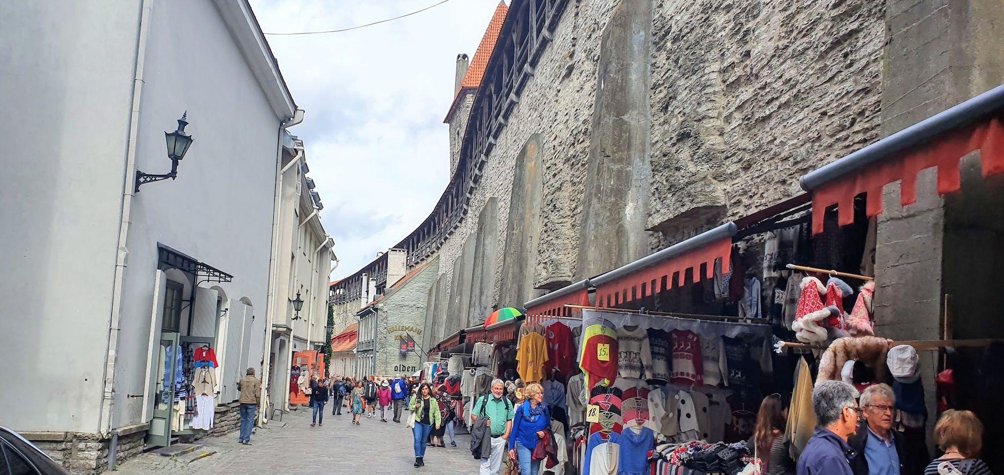 Otra vista de la muralla de Tallinn