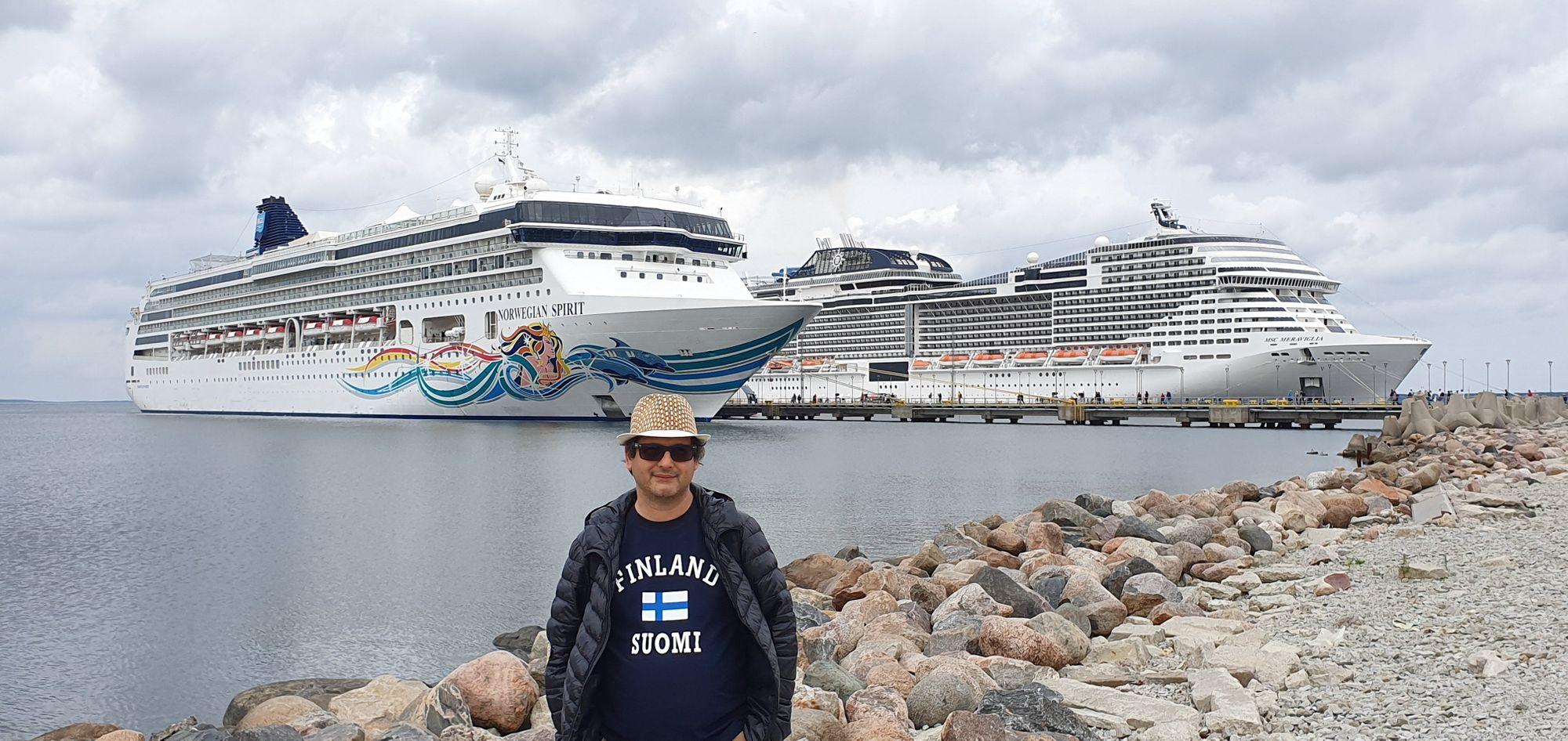 El Norwegian Spirit en el puerto de Tallinn