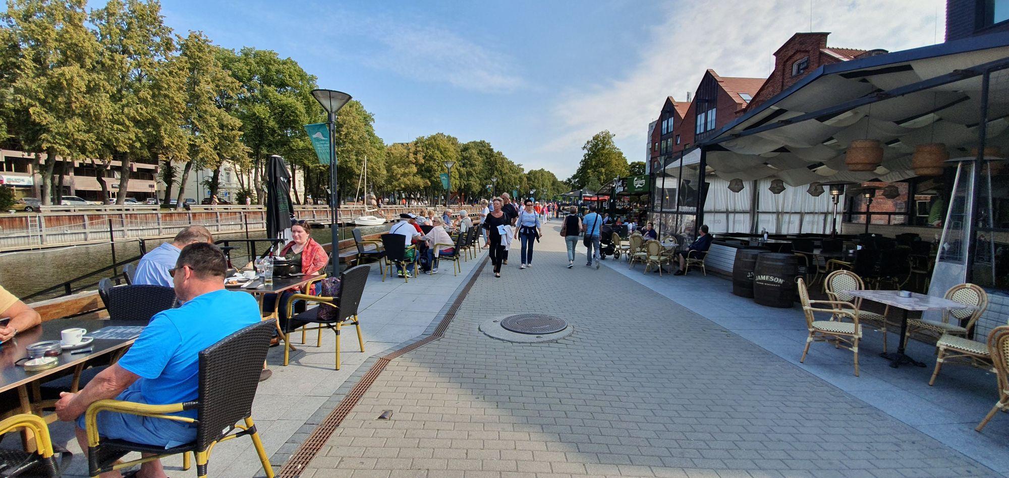 El paseo del Río Dane, en Klaipėda, Lituania