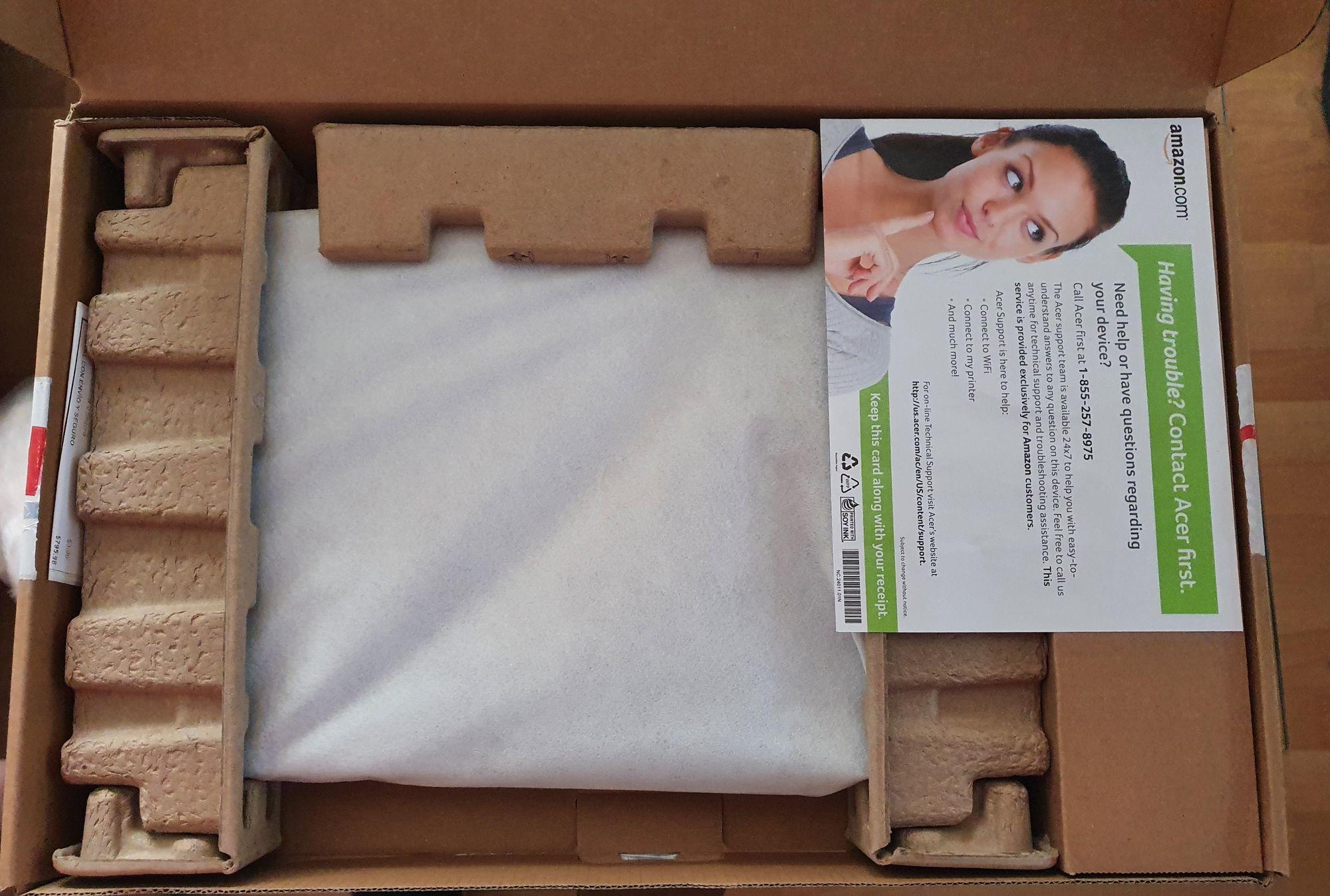 Así es como viene empacada la Acer Swift 3 Ryzen 7 desde Amazon USA, donde fue comprada