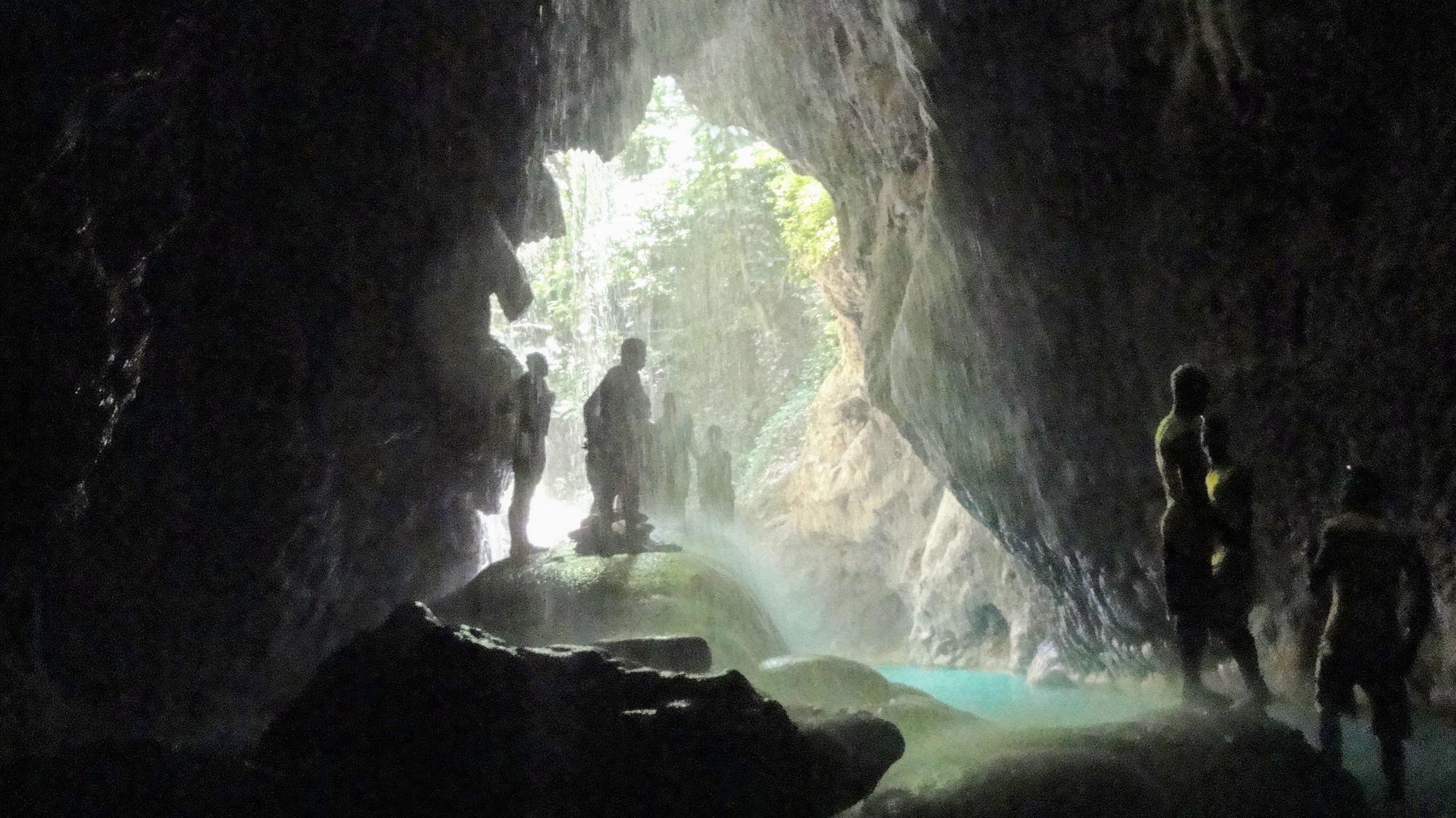 Cascadas y Río subterráneo poco conocido por turistas en camino a Port Antonio, Jamaica