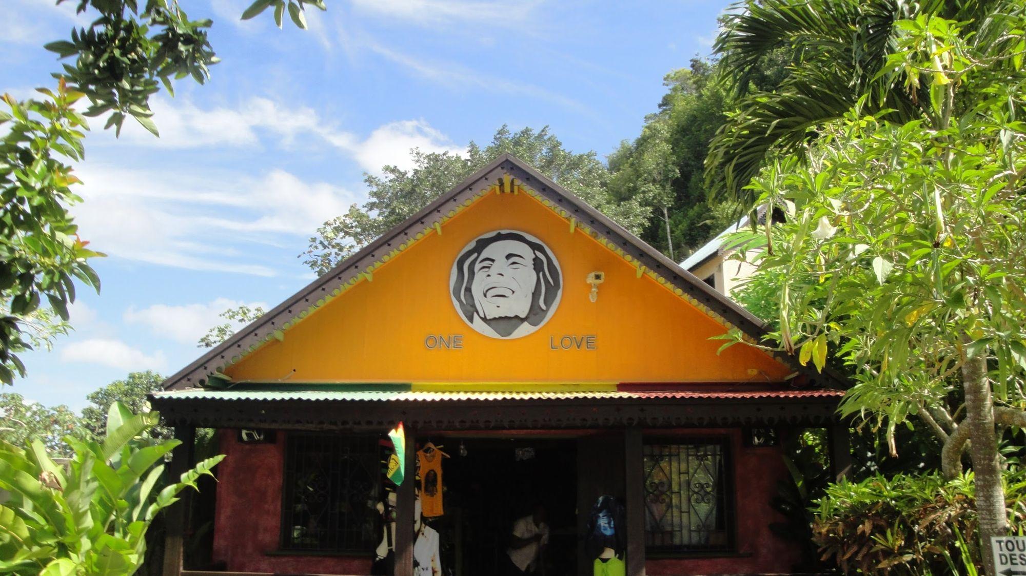 Tienda de recuerdos de la casa de la niñez de Bob Marley en Nine Mile, Jamaica