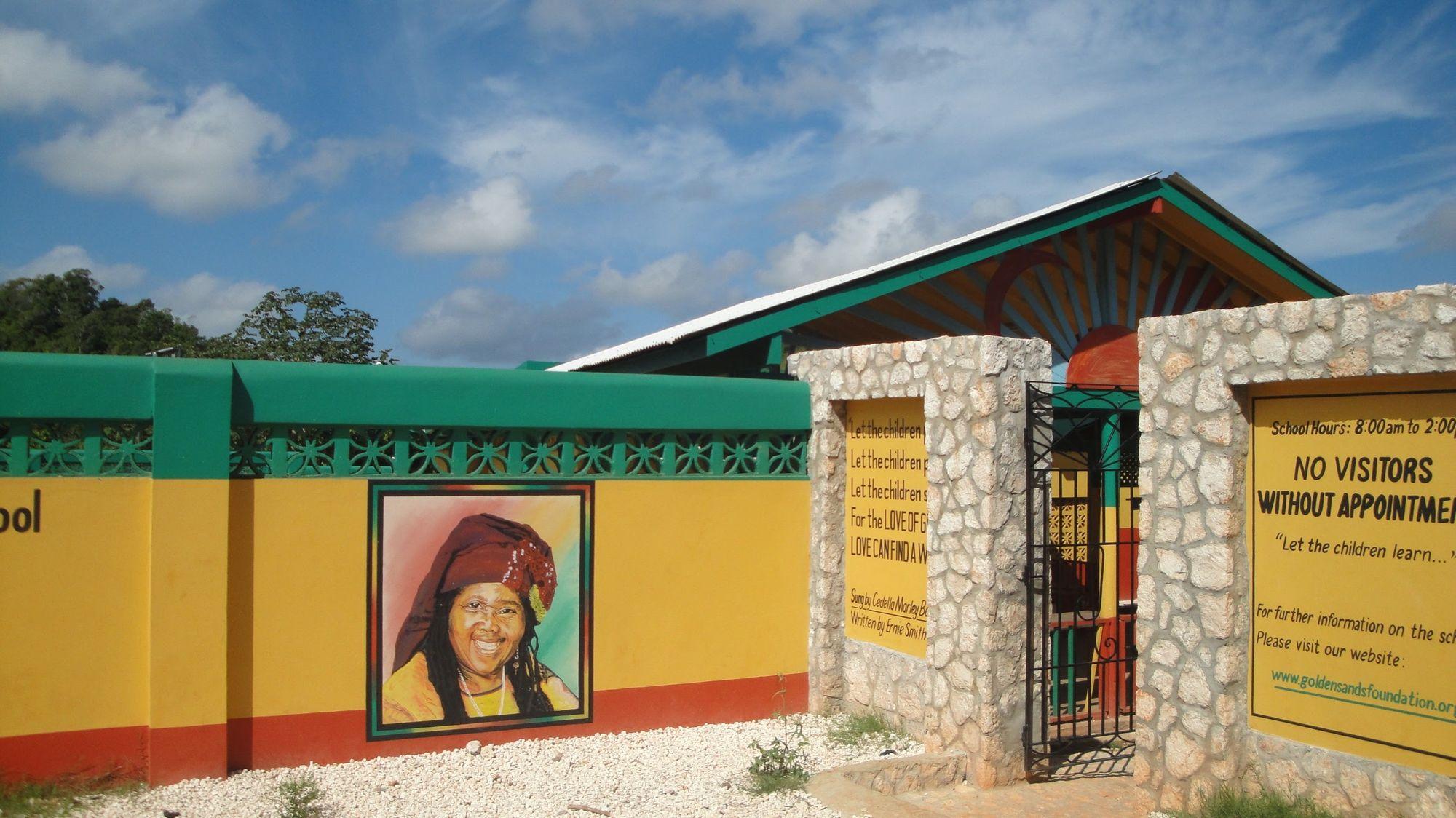 Escuela Cedella Marley en Nine Mile, Jamaica